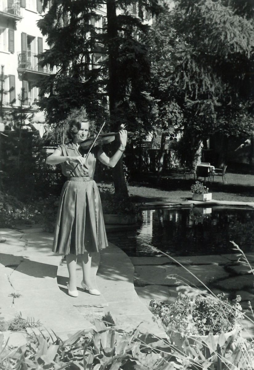 Josette Lavergne as a young violinist in the city park of Ostend.